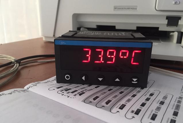 Thiết bị hiển thị và điều khiển PT100 CH SÉC