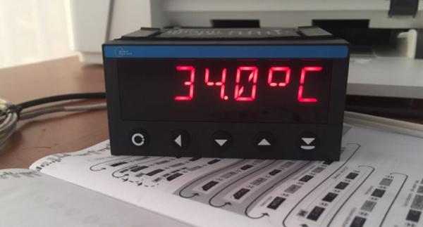 màn hình hiển thị nhiệt độ OM 402UNI