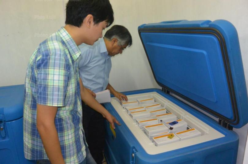 Giám sát nhiệt độ tủ lạnh vắc xin qua internet
