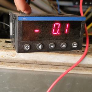 bộ hiển thị và điều khiển cảm biến áp suất